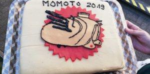 Torte mit MoMoto Logo