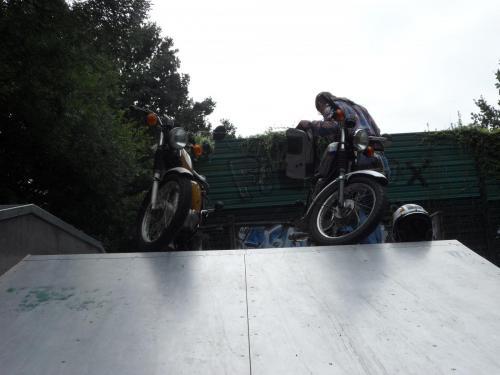 Simson S51 im Skatepark